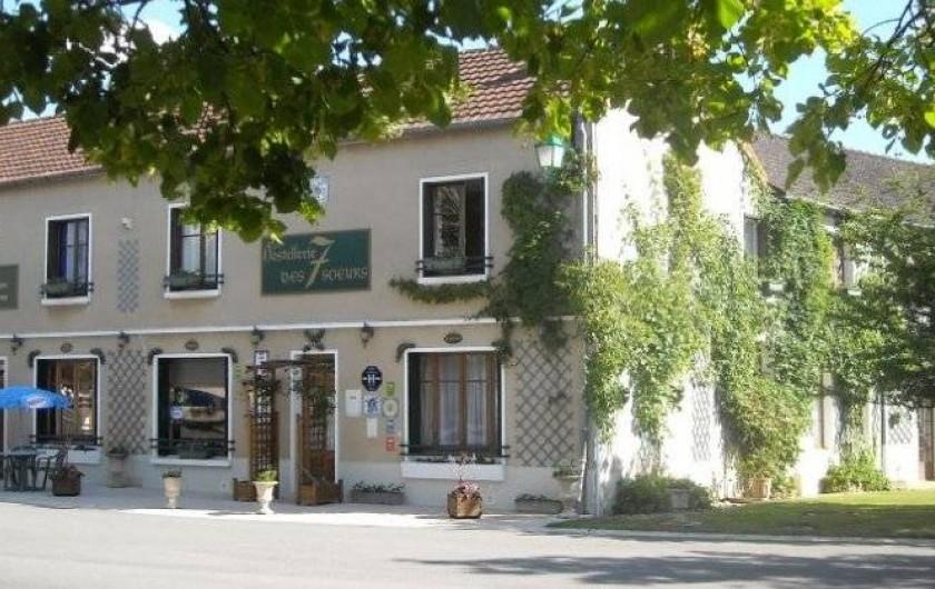 """Location de vacances - Insolite à Rezay - L'auberge où vous allez dormir et peut-être prendre vos repas """" choix libre"""""""