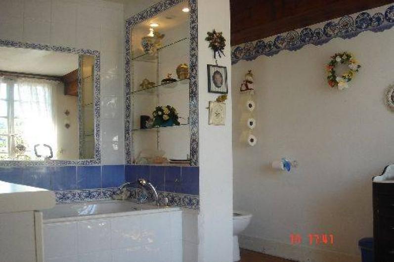 Location de vacances - Château - Manoir à Le Mesnil-sur-Blangy - Salle de bain de la chambre 1