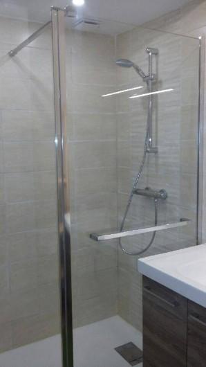 Location de vacances - Appartement à Perros-Guirec - Douche de 140 X 90