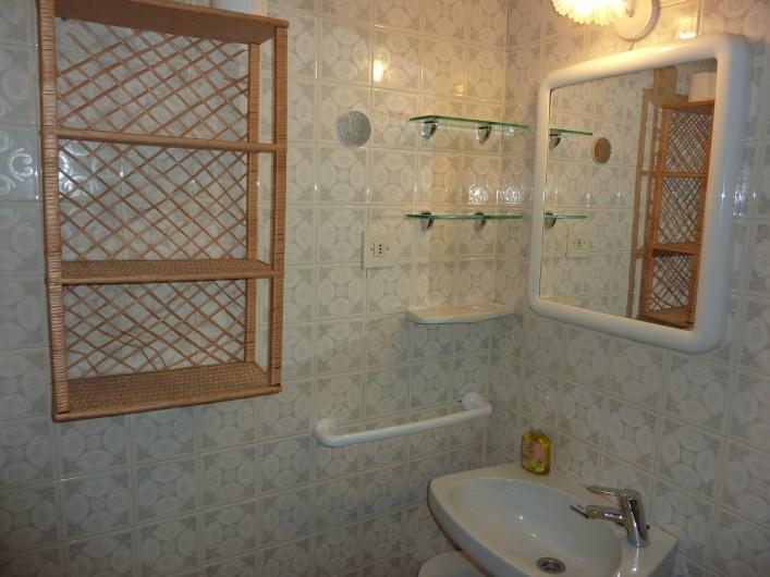 Location de vacances - Appartement à Altea - Petite salle de bain avec WC et douche