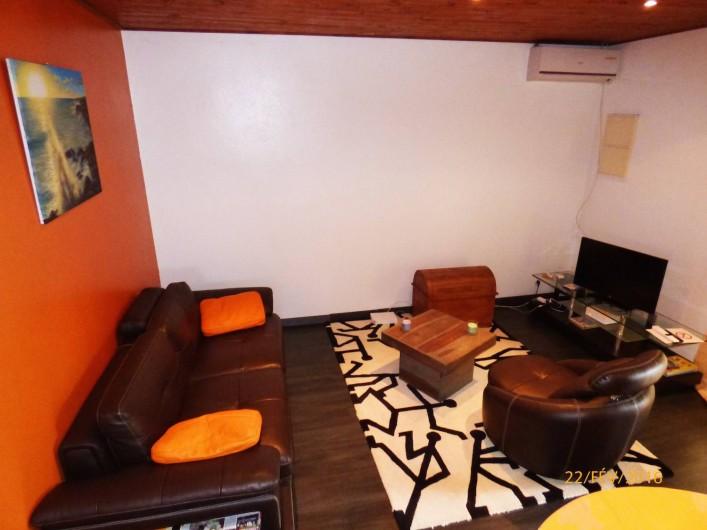 Location de vacances - Chalet à Le Tampon - Salon équipé WIFI / TV sat et super confortable