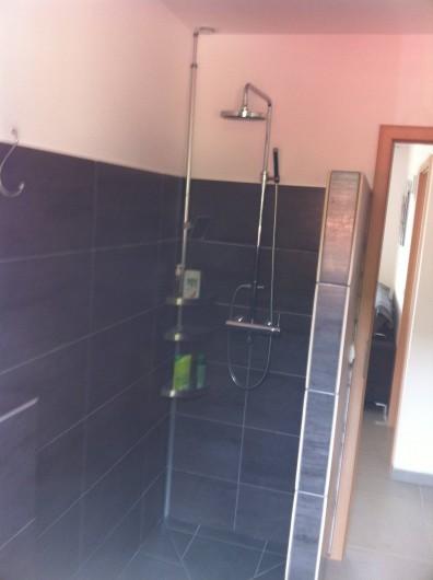 Location de vacances - Villa à Porto-Vecchio - La salle d'eau est toute neuve également