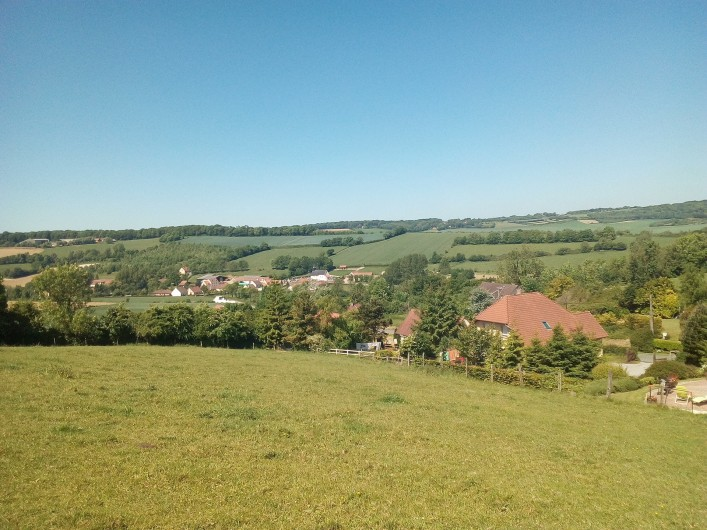 Location de vacances - Gîte à Bezinghem - le village tranquille et vallonnée