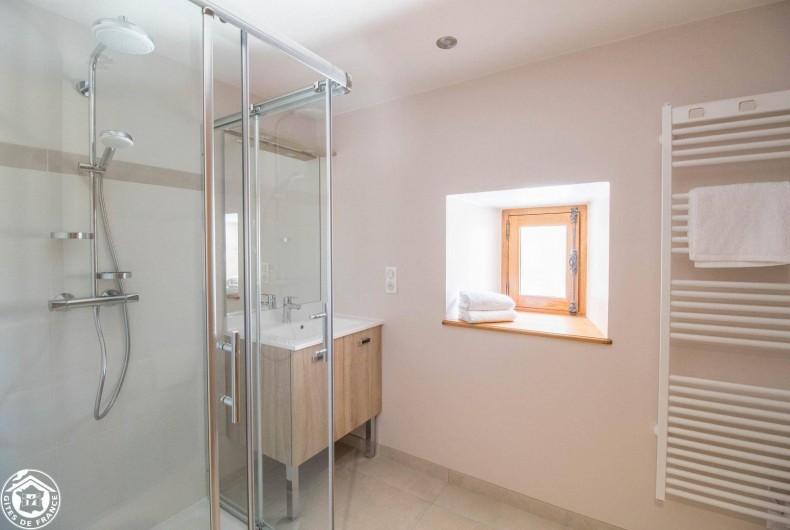 Location de vacances - Gîte à Auzelles - salle de bain (premier étage)
