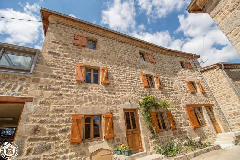 Location de vacances - Gîte à Auzelles - grande maison en pierre entièrement rénovée