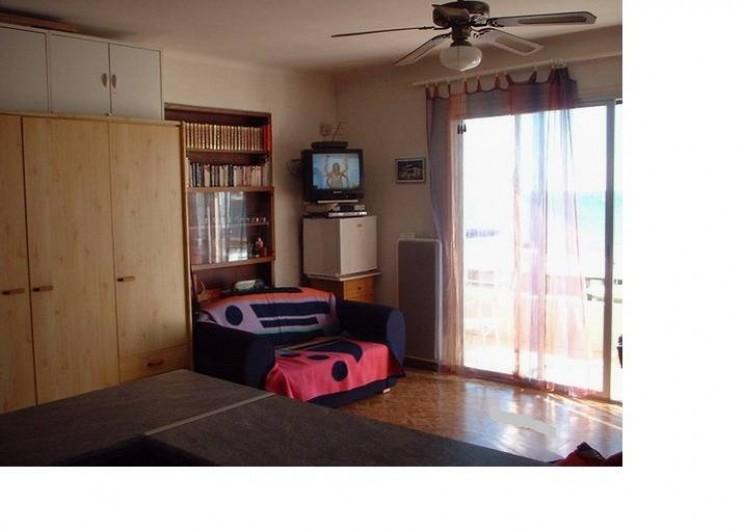 Location de vacances - Appartement à Juan les Pins - Canapé et congeleteur