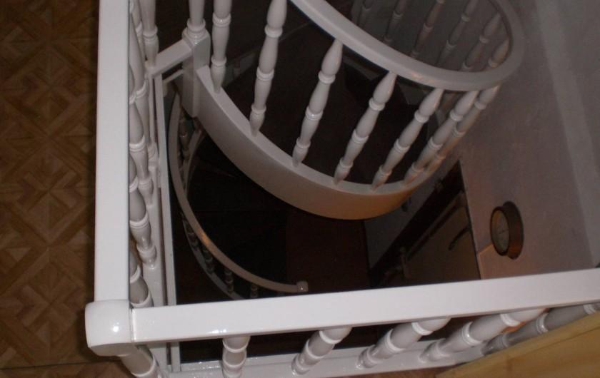 Location de vacances - Appartement à Juan les Pins - Entrée privée Escalier en colimaçon