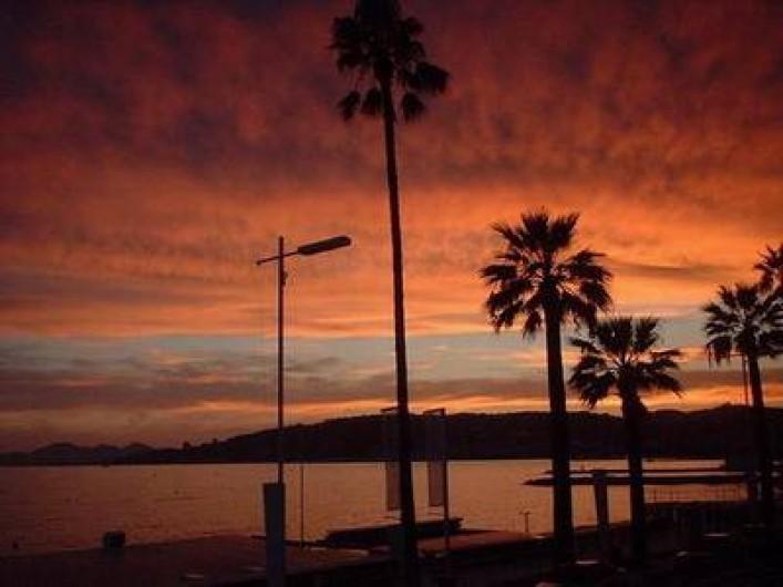 Location de vacances - Appartement à Juan les Pins - Crépuscule  sur Cannes