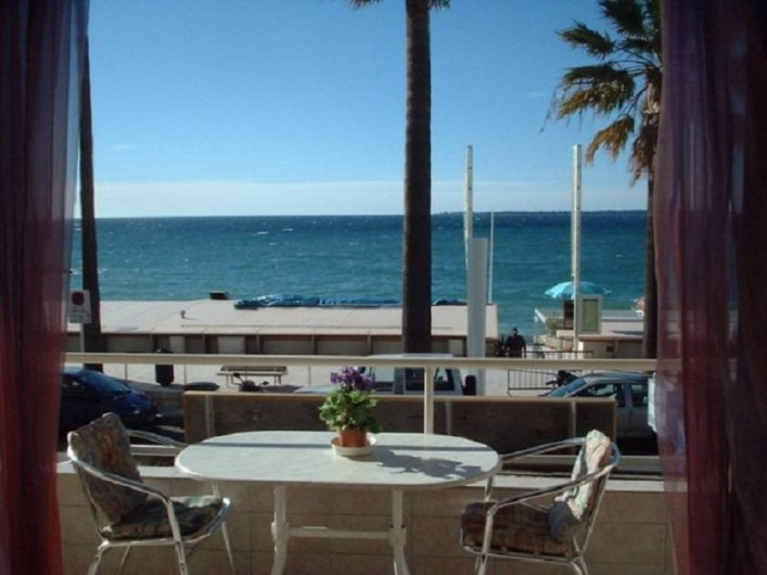 Location de vacances - Appartement à Juan les Pins - Vue du balcon mer et îles de Lérins