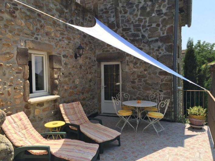 terrasse avec bordure bordure droite seine pierre reconstitue gris h x l cm location de. Black Bedroom Furniture Sets. Home Design Ideas