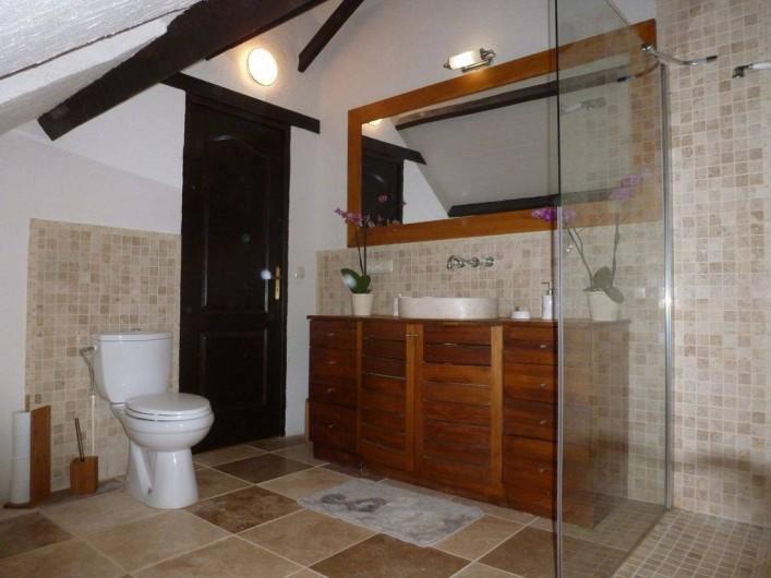Location de vacances - Villa à Auriac-du-Périgord - SALLE DE BAIN EN SUITE