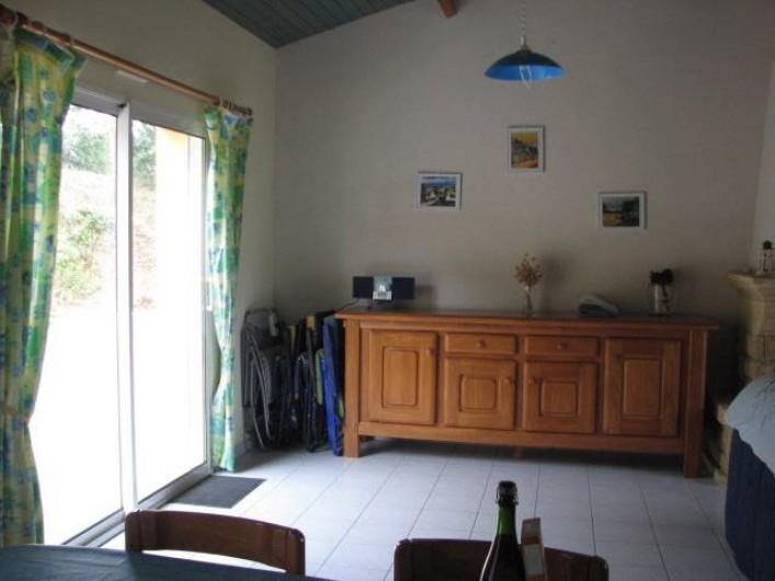 Location de vacances - Villa à Saint-Michel-Chef-Chef - meuble enfilade salle a manger accès terrasse