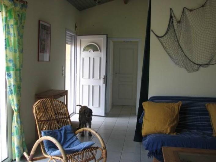 Location de vacances - Villa à Saint-Michel-Chef-Chef - entrée et porte qui distribue le couloir des espaces nuit et toilette