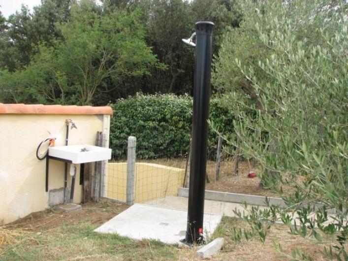 Location de vacances - Villa à Saint-Michel-Chef-Chef - douche solaire et evier extérieur pratiques pour les retours de plage