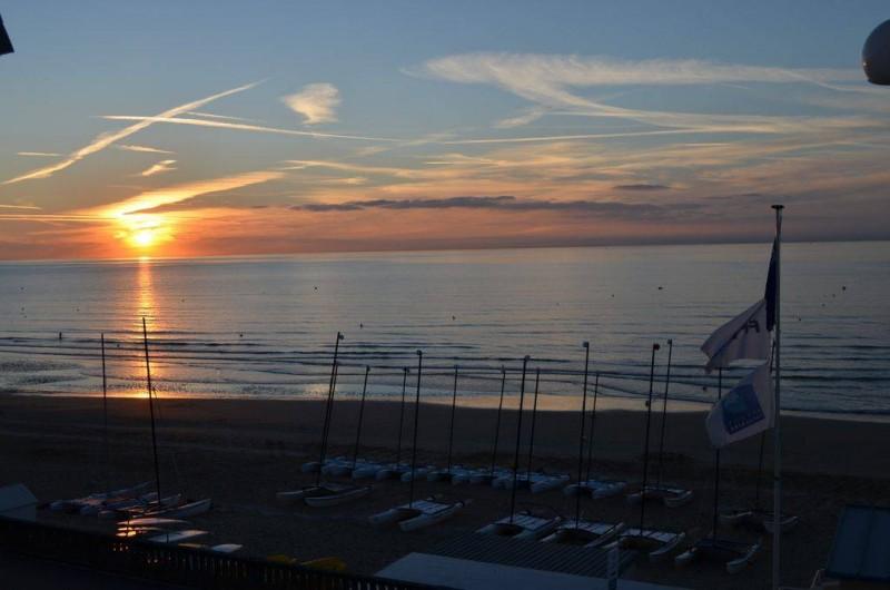 Location de vacances - Appartement à Cabourg - vue au coucher de soleil
