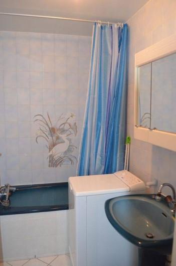 Location de vacances - Appartement à Cabourg - salle de bain  avec baignoire