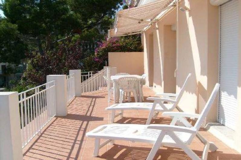 Location de vacances - Appartement à Cassis - Une partie de la terrasse.