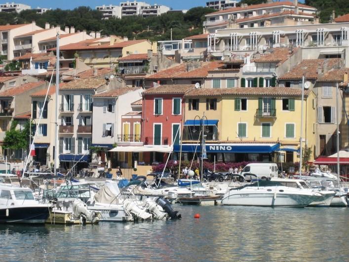Location de vacances - Appartement à Cassis - petite partie du port dans Cassis