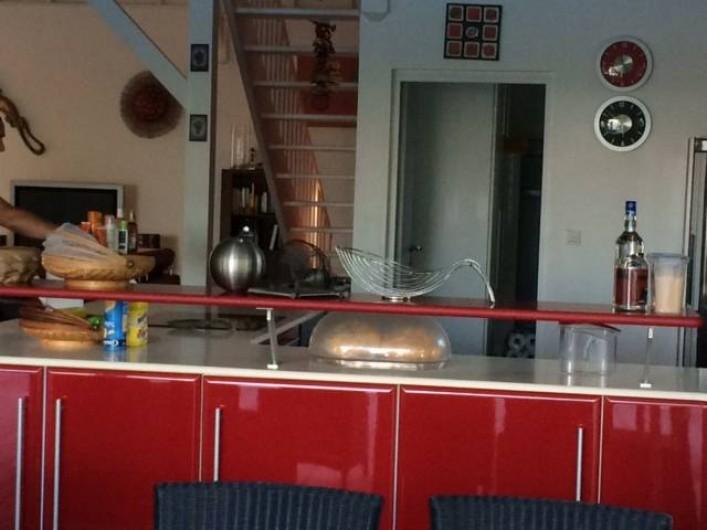 Location de vacances - Villa à Saint-François - cuisine américaine ouverte sur terrasse couverte