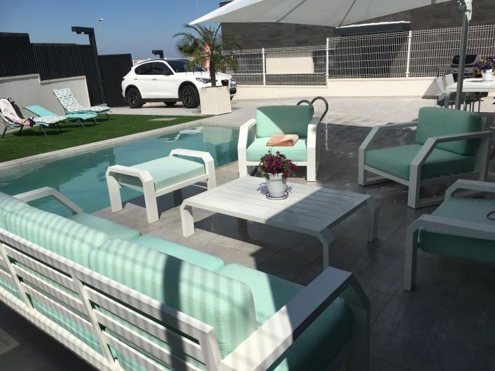 Location de vacances - Villa à San Miguel de Salinas - salon autour de la piscine