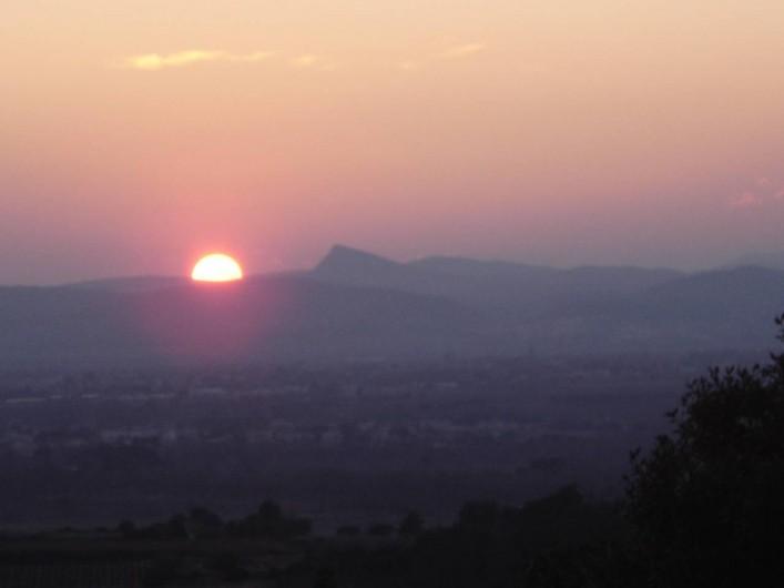 Location de vacances - Roulotte à Aniane - coucher de soleil