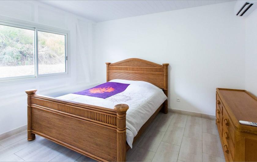 Location de vacances - Villa à Sainte-Anne - lit double 200x160 Toutes les chambres sont climatisées.