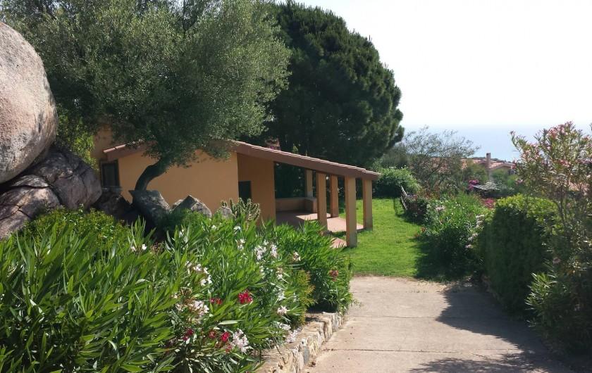 Location de vacances - Villa à Costa Rei - La Villa coté Sud - rampe d'accès  - entièrement cloturée