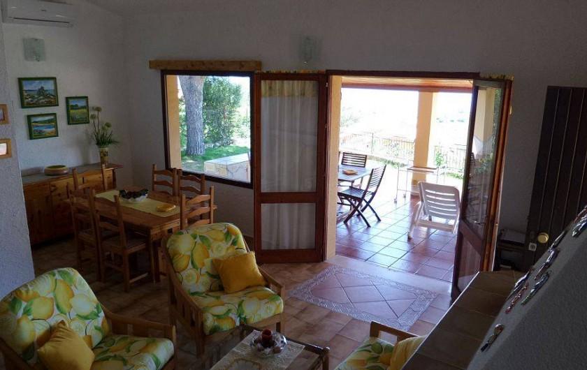 Location de vacances - Villa à Costa Rei - salon - porte sur la verande