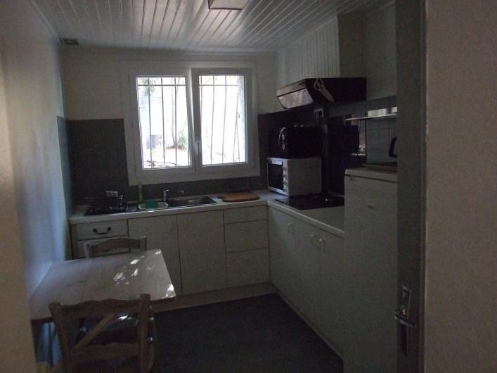 Location de vacances - Appartement à Carry-le-Rouet - Cuisine indépendante avec Arrière cuisine