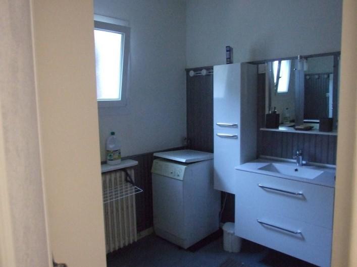 Location de vacances - Appartement à Carry-le-Rouet - Salle d'eau avec vasque et machine à laver