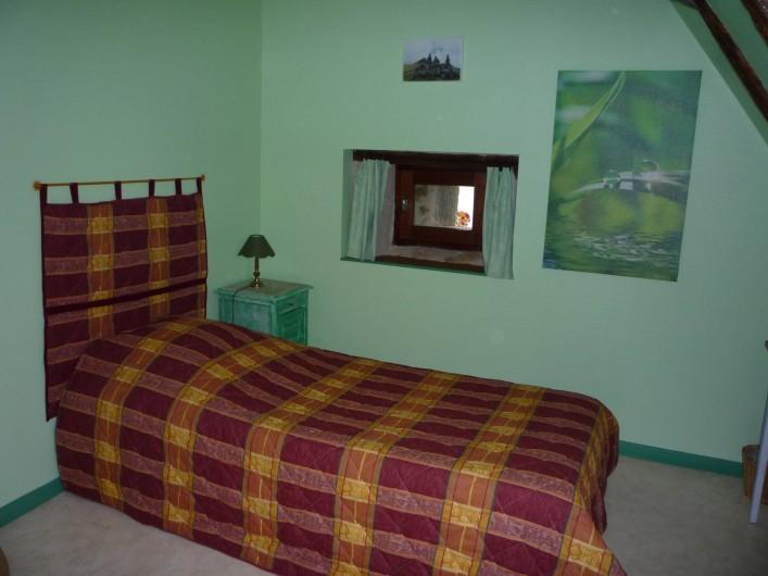 Location de vacances - Chambre d'hôtes à Saint-Martin-Cantalès - Chambre Puy Violent: chambre d'enfants de la suite familiale