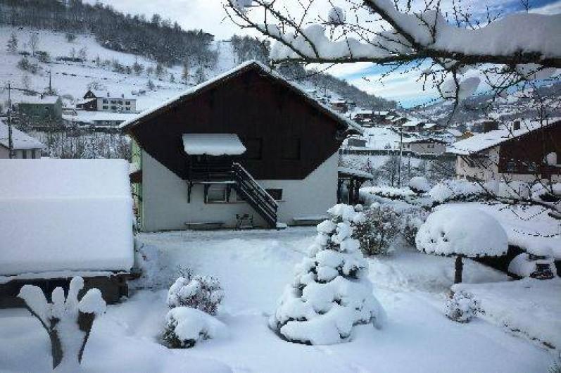 Location de vacances - Gîte à La Bresse - Entrée du Gîte en hiver