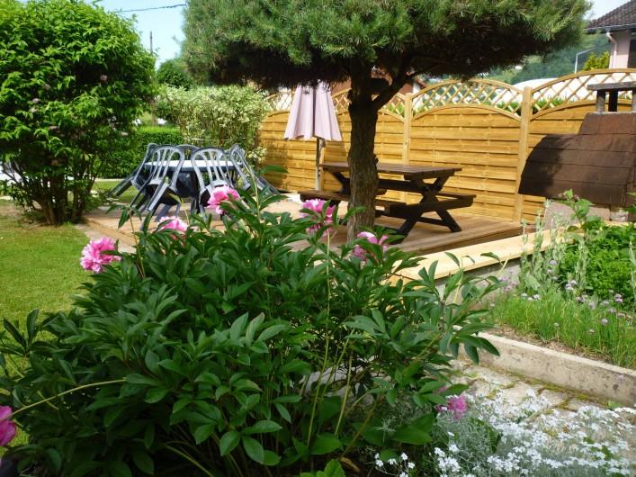 Location de vacances - Gîte à La Bresse - Terrasse-salon de jardin-barbecue