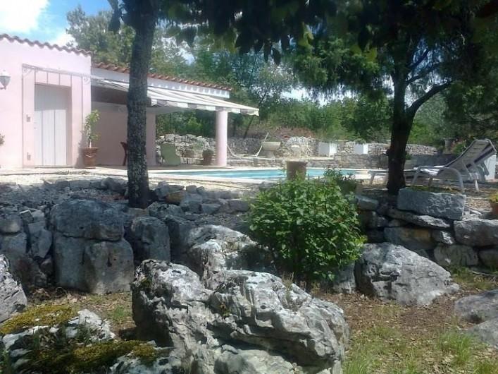 Location de vacances - Villa à Labeaume - Vue sur la piscine