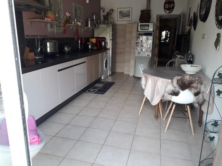 Location de vacances - Villa à Labeaume - cuisine et coin repas