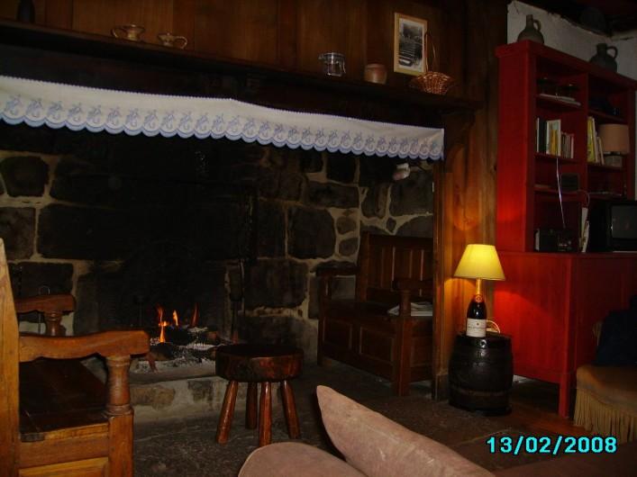 Location de vacances - Gîte à Le Falgoux - Cheminée auvergnate
