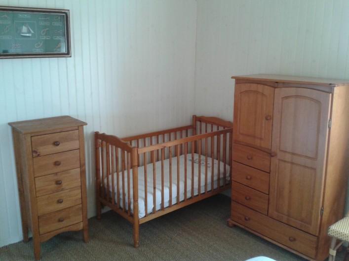 Location de vacances - Maison - Villa à Quiberville - Lit bébé dans la chambre parentale