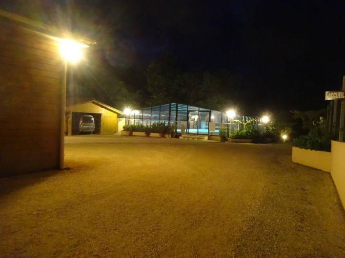 Location de vacances - Gîte à Auriac-du-Périgord - Piscine éclairage de nuit