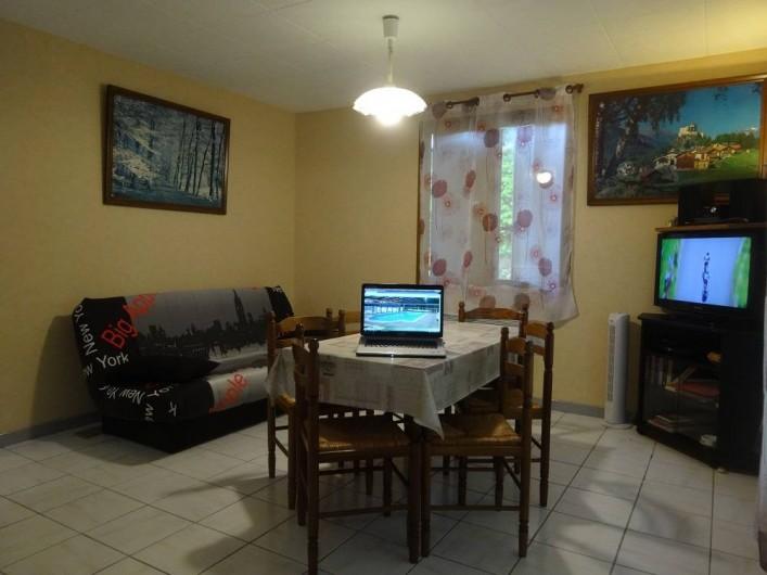 Location de vacances - Gîte à Auriac-du-Périgord - Loggia avec salon de jardin