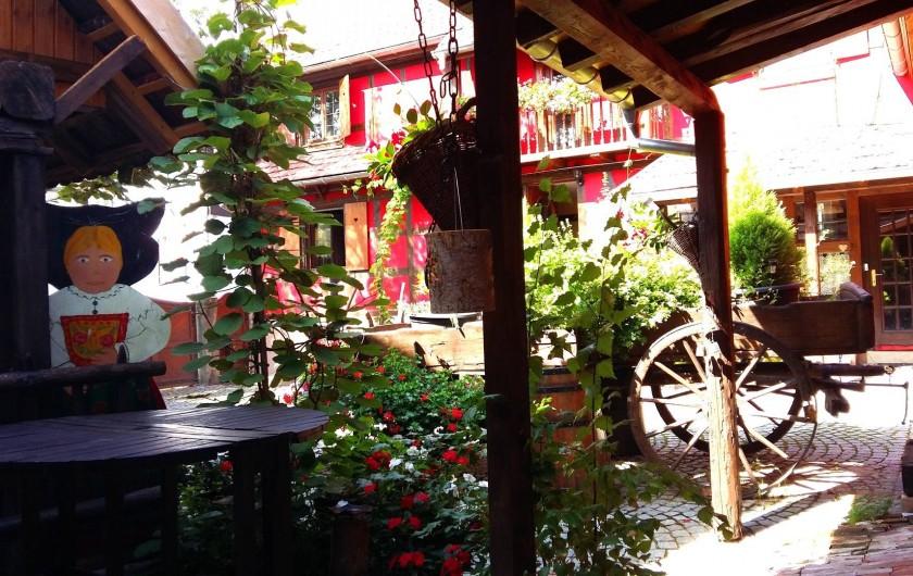 Location de vacances - Gîte à Olwisheim - entrée de la cour pavée