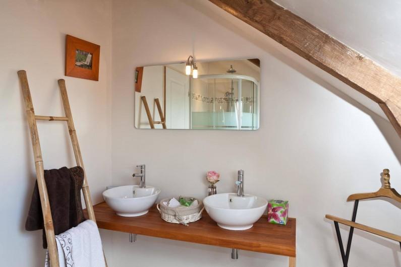 Location de vacances - Chambre d'hôtes à Les Iffs - la salle de bain de la suite familiale