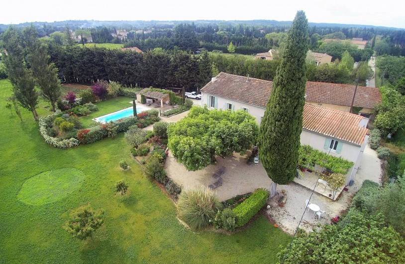 Location de vacances - Mas à Saint-Rémy-de-Provence - Le mas ANTONIA vu du ciel