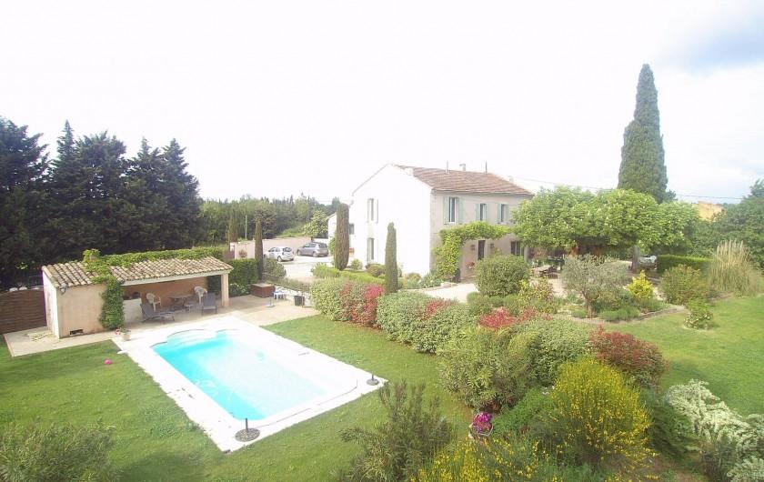 Location de vacances - Mas à Saint-Rémy-de-Provence - Piscine pool-house dans la verdure et les fleures