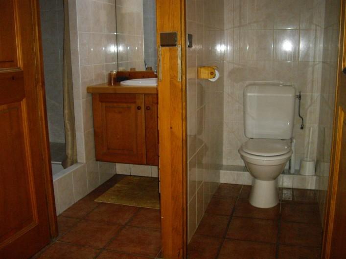 Location de vacances - Appartement à Combloux - Salle de bain. WC