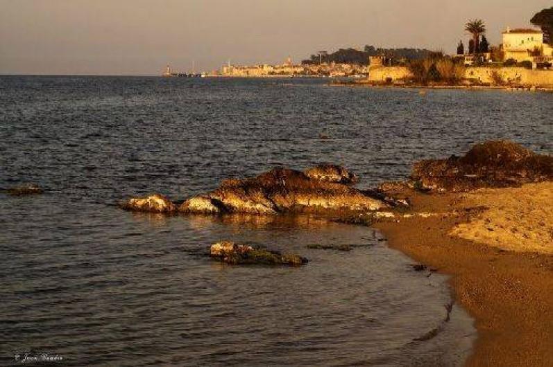 Location de vacances - Appartement à Gassin - et vue sur Saint-Tropez au lever du soleil