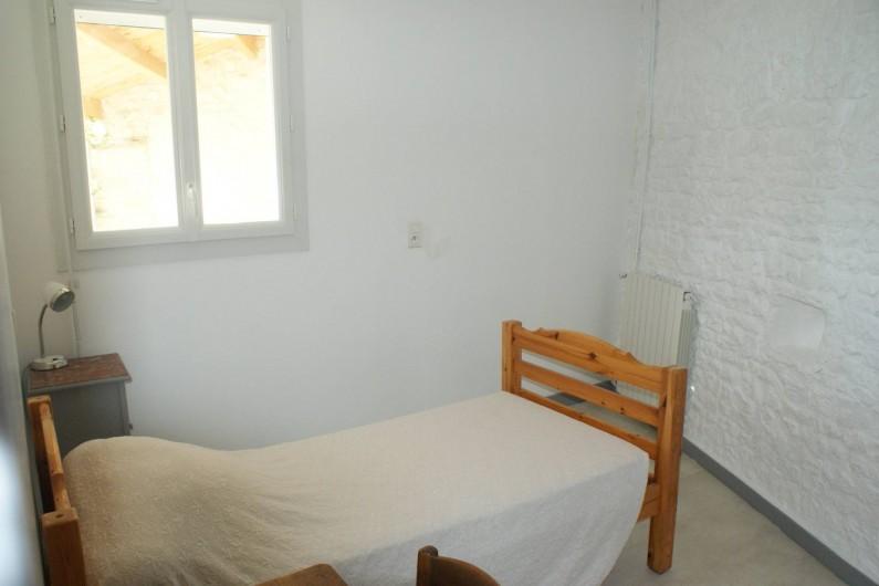 Location de vacances - Gîte à Surgères - Chambre 1 au rez-de-chaussée : 1 lit simple