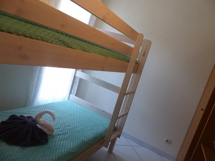 Location de vacances - Villa à Solliès-Toucas - LA CHAMBRE A 2 LITS DE 90 SUPERPOSES D'UNE PERSONNE.