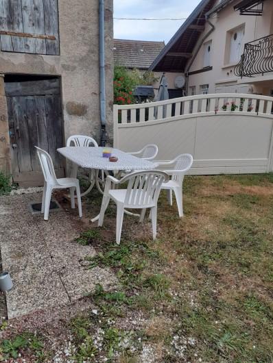 Location de vacances - Appartement à Roussillon-en-Morvan - Terrasse