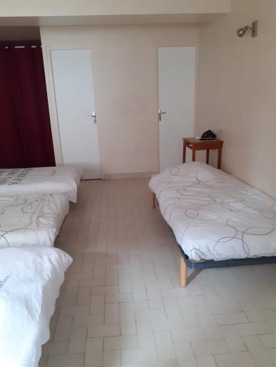 Location de vacances - Appartement à Roussillon-en-Morvan - Chambre