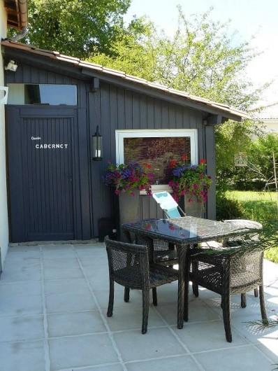 """Location de vacances - Villa à Arsac - Chambre """"Cabernet"""" de plein pied et indépendante"""